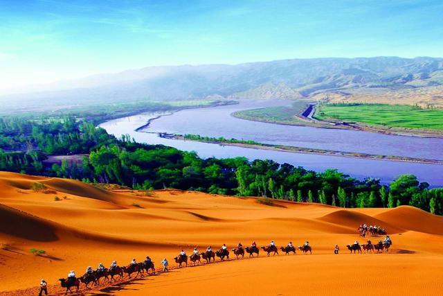 这个秋天,我只想和你去腾格里沙漠徒步,领略一种与世无争的宁静